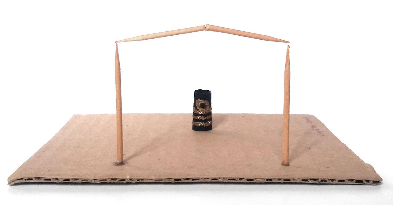 Minimal (προσοχή στο κενό), 2007, χαρτόνι, οδοντογλυφίδες, χαρτί, χρώμα χρυσό glitter, 13x11x6 εκ.